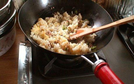 定番レシピのチャーハンを一工夫!色々な味付けをマスターしよう♡のサムネイル画像
