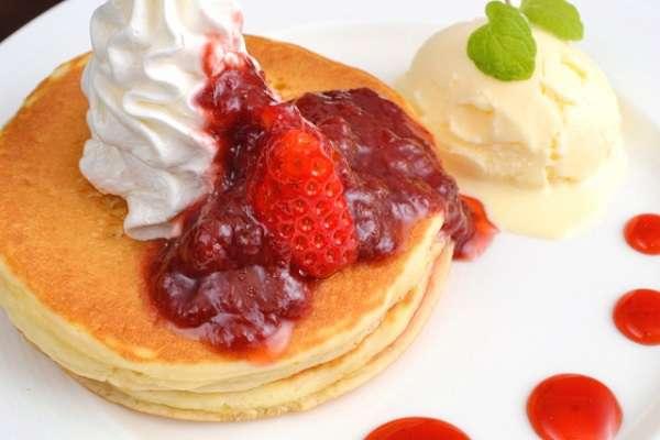 意外と知らない!パンケーキとホットケーキって何が違うの?のサムネイル画像
