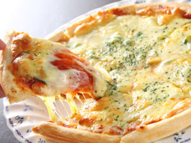ピザどうやって食べてる?意外と知らないピザの食べ方教えます!のサムネイル画像