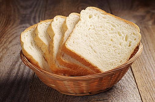 食パンはいつから使っても大丈夫?離乳食に入れる食パンの話☆のサムネイル画像