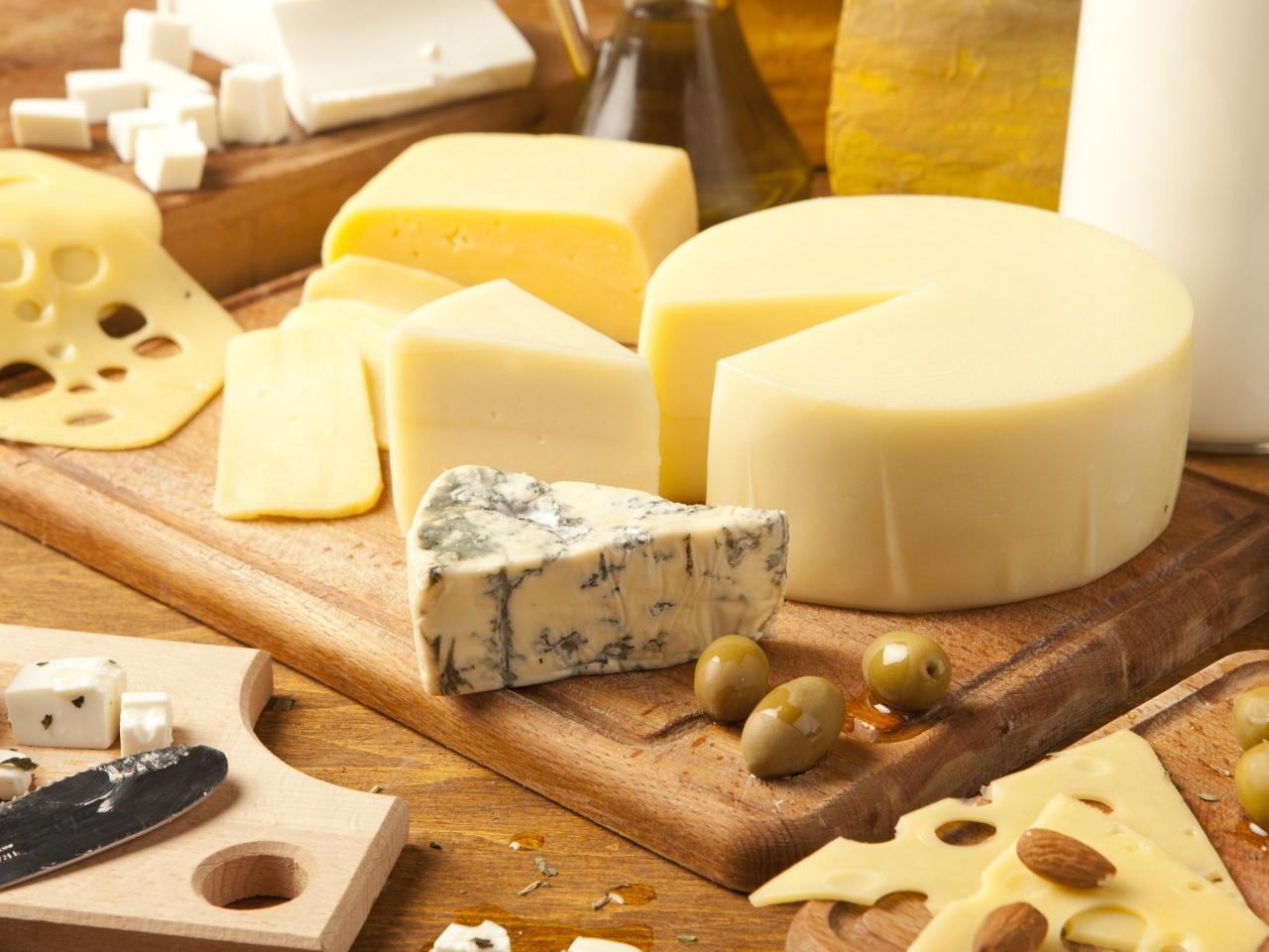 食べても平気?カビの有無の違いは?おいしいチーズとカビの関係のサムネイル画像