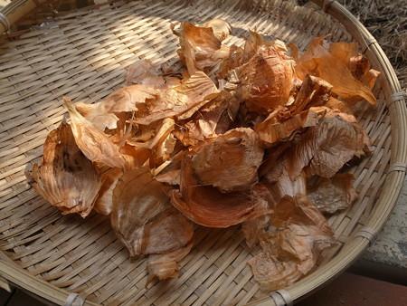 ゴミにするのはもったいない!? 効能たっぷり・玉ねぎの皮の活用法のサムネイル画像