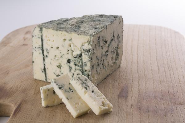 ブルーチーズにカビは定番だけど・・・なぜ食べても大丈夫なの?のサムネイル画像