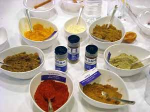 自宅で本格派インドカレーを作るには基本は4つのスパイスで十分!のサムネイル画像