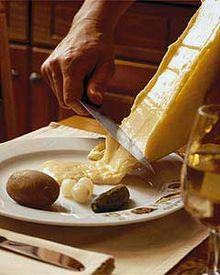 気分はアルプスの少女♪とろーり美味しいラクレットの食べ方まとめのサムネイル画像