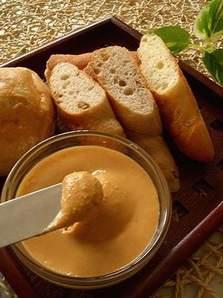 実は栄養満点!おやつにもお料理にも使えるピーナッツバターの作り方のサムネイル画像