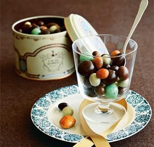 バレンタインはどんなチョコを贈る?手作りからブランドチョコまでのサムネイル画像