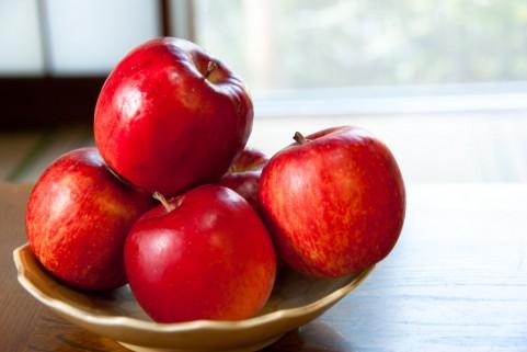 意外と知らない人が多い!りんごの賞味期限はどのくらい?!のサムネイル画像