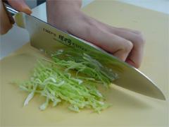 キャベツは千切りで食べるのが◎ 千切りキャベツのパワー教えますのサムネイル画像