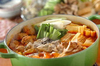 どんな具材をいれますか?寒い日におすすめのキムチ鍋まとめのサムネイル画像