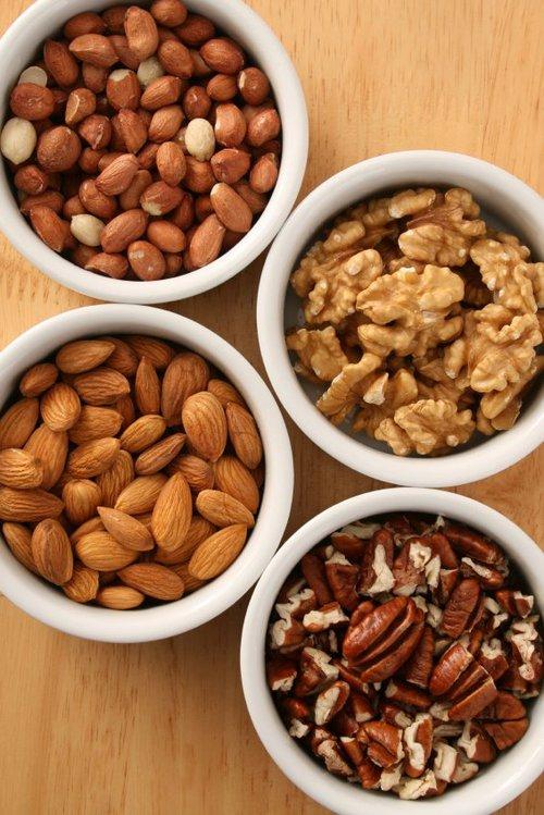 健康にも美容にも!ナッツの種類別栄養効果と簡単アレンジレシピのサムネイル画像