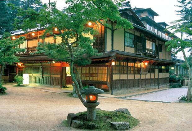 宮島へ行くなら旅館に泊まろう!旨いもの有りお風呂良しで大満足だよのサムネイル画像
