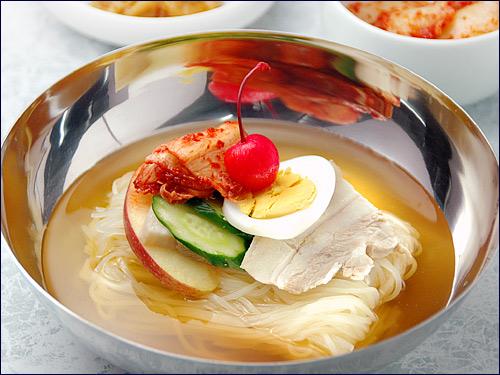 コシの強い冷麺の原料とは何だろう!冷麺のコシの秘訣とは何だろう!のサムネイル画像
