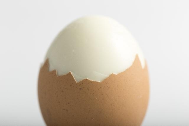 ゆで卵の殻を簡単にキレイに剥くコツ!これでもうイライラしない!のサムネイル画像