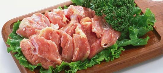 冷蔵庫の中に賞味期限間近!余った鶏肉を使った簡単レシピ!のサムネイル画像