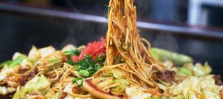 賞味期限切れの焼きそばが残ってる‼︎そんな時のお役立ち厳選レシピのサムネイル画像
