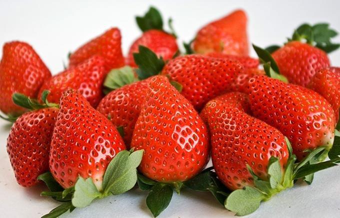 真っ赤で可愛いいちごはみんな大好き!でもアレルギーに気をつけて!のサムネイル画像