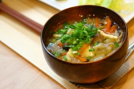 毎日具だくさん!野菜の味噌汁のお勧めレシピと栄養のお話♪のサムネイル画像