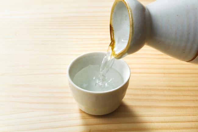 「飲んだら太る」は大間違い! 賢く飲めば日本酒は太りにくいんですのサムネイル画像
