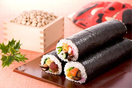 節分に食べる恵方巻きはコンビニで普及した!?恵方巻きの由来と意味のサムネイル画像