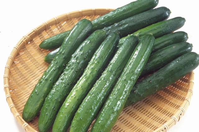 これから旬のきゅうりを美味しく食べるための下処理の紹介【塩もみ】のサムネイル画像