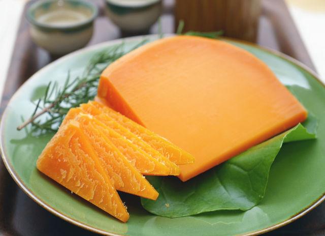 鮮やかなオレンジ色。ミモレット チーズの秘められた真実とはのサムネイル画像