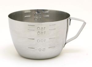 キッチンスケールがなくても大丈夫!便利な計量カップの使い方のサムネイル画像