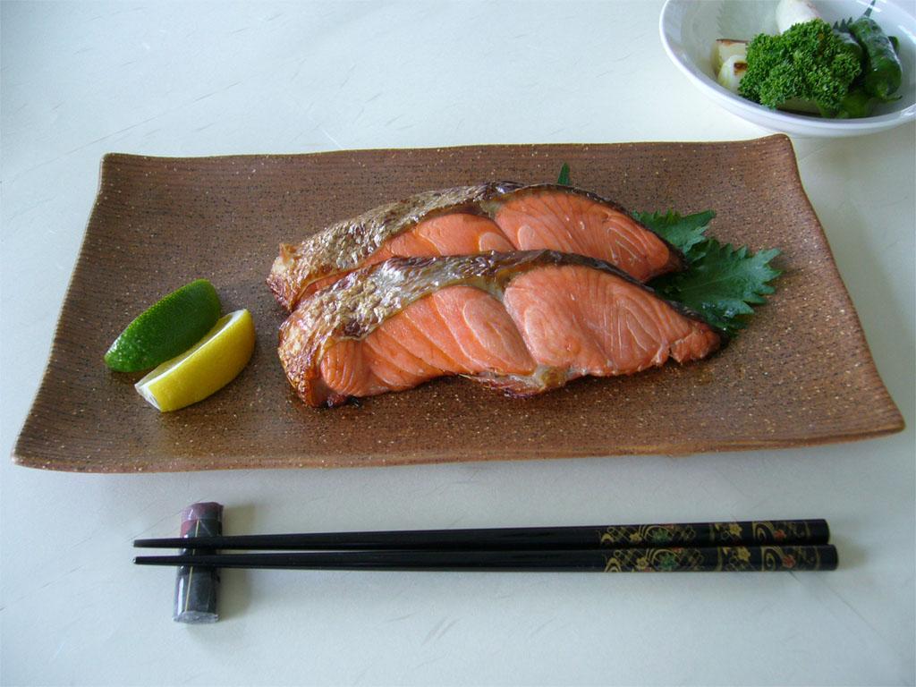 片付け楽チン!フライパンひとつで手軽に出来ちゃう焼き魚に挑戦!のサムネイル画像