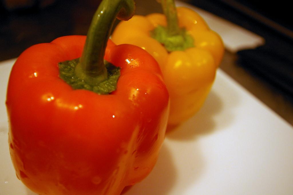 正しく保存して健康・美容に良いパプリカの栄養素を取り込みましょうのサムネイル画像