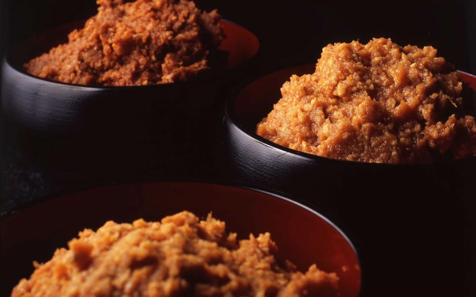 日本の食卓に欠かせないお味噌!好みが分かれる赤味噌と白味噌の違いのサムネイル画像