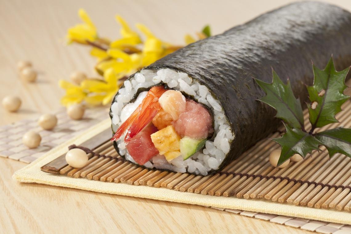 恵方巻きの正しい食べ方と由来、巻き寿司レシピも2つご紹介のサムネイル画像