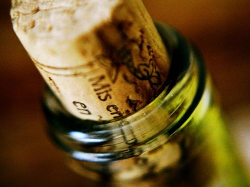 ワインのコルク抜きがない!そんなときの代用品とは?まとめ!のサムネイル画像