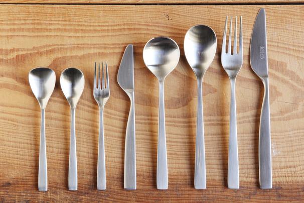 エレガントな大人のテーブルマナー!カトラリーの正しい使い方講座!のサムネイル画像