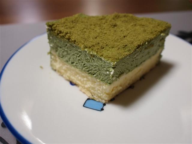 鮮やかも滑らかな緑をご堪能あれ、抹茶の斬新なお菓子とお家のお菓子のサムネイル画像