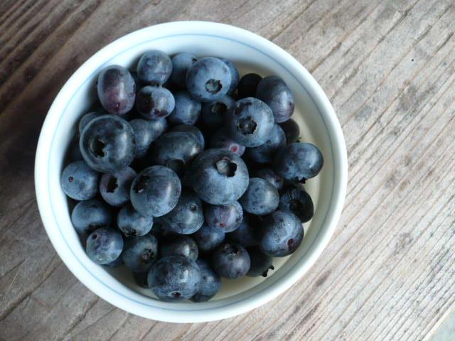紫色の一粒に詰まったパワフルなブルーベリーの栄養と摂り方のサムネイル画像