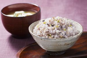 話題の雑穀米ダイエットの効果は?ダイエット以外にも効果があった!のサムネイル画像