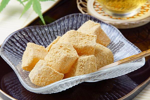清涼感を感じるわらび餅!わらび餅の原料って知っていますか?のサムネイル画像