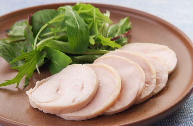 簡単美味しい♪すぐできる鶏ハムの作り方とアレンジレシピまとめのサムネイル画像