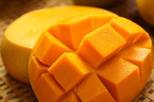 美味しくて止まらない!美のフルーツ「マンゴー」の食べ方まとめのサムネイル画像