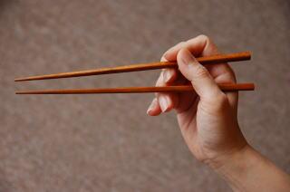 知らないと恥ずかしい!?大人の常識「お箸のマナー」を徹底解説!のサムネイル画像
