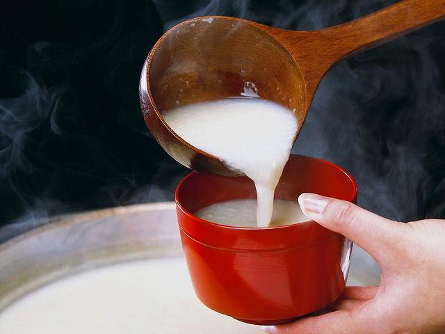 甘酒は美容やダイエットに良いらしいです!甘酒の効能を徹底分析!のサムネイル画像